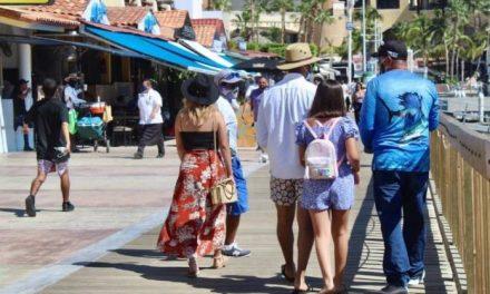 Turistas en Los Cabos gastan diariamente más de 4 mil pesos en tours, comida o propinas